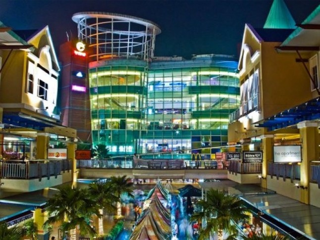 Getting to these Petaling Jaya malls take about 20 to 30 minutes from Kuala Lumpur. [Image from Backpacking Malaysia website]